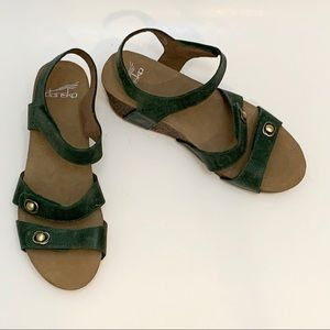 Dansko Savannah Sandals Green Burnish Size 8